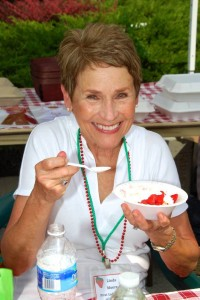 Franklin First Lady Linda Moore can't resist some strawberry shortcake