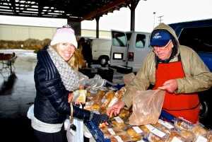 Local food blogger Amanda buying fresh baked food from Jones Mill Farm