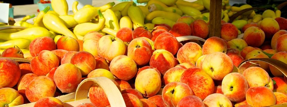 Fresh Peaches at the Franklin Farmers Market